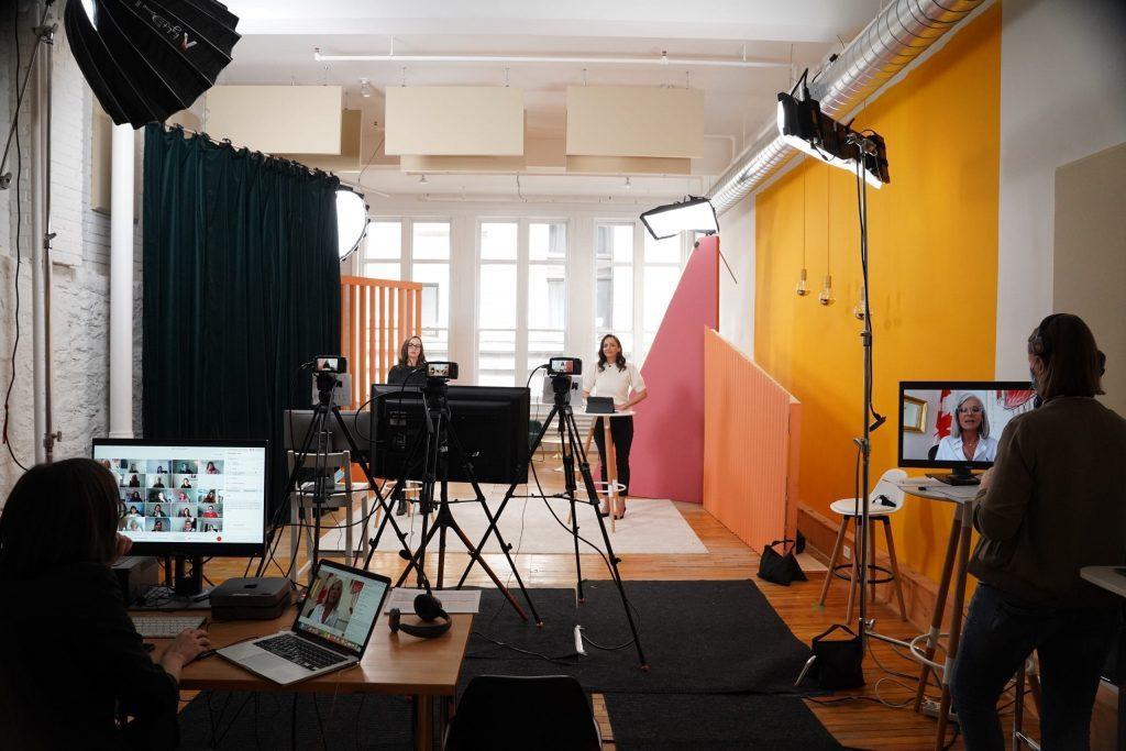 Tournage en studio d'un atelier virtuel de L'effet A